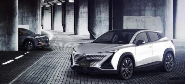 長安UNI-T搭載中國芯2020年年中上市 外觀與內飾都具有未來感